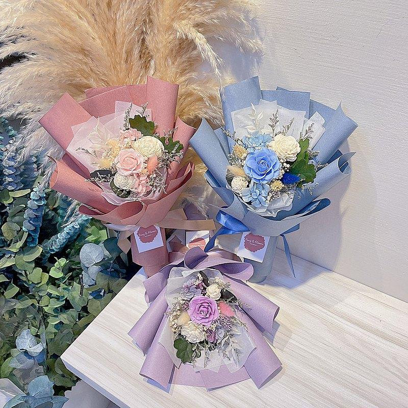 FengFlower【小型不凋玫瑰花束】畢業花束/情人節花束/生日花