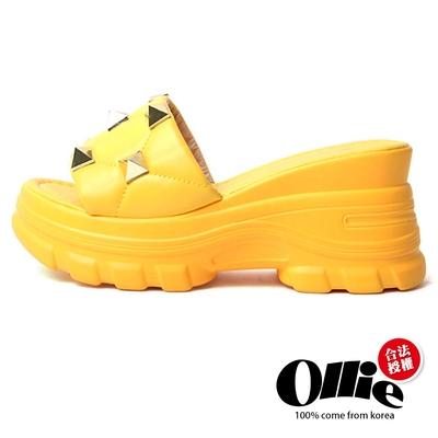 Aviator韓國空運-搖滾鉚釘皮革厚底舒壓飽和色系涼拖鞋-黃-OLLIE預購+現貨