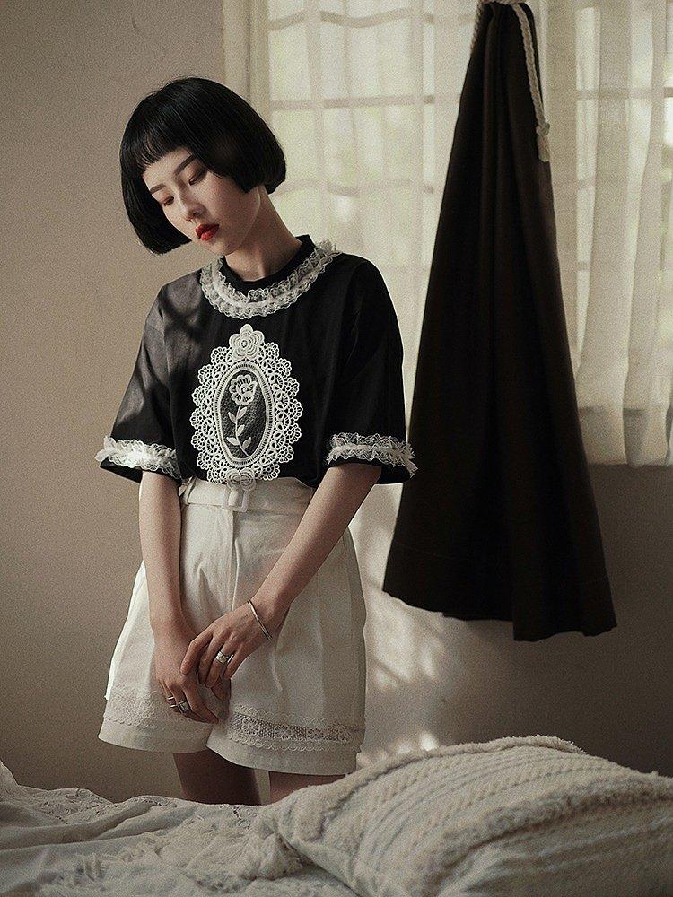 黑色 重工蕾絲浮雕圖案圓領T恤 全棉舒適領口花邊短袖上衣 推薦