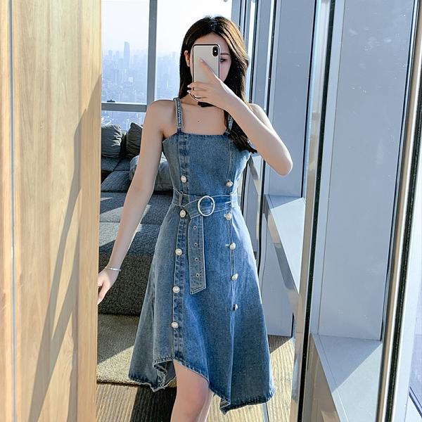 VK精品服飾 韓國風復古不規則珍珠扣性感顯瘦牛仔吊帶裙無袖洋裝