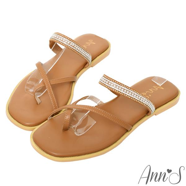【NEW】Ann'S優雅波西風格-交錯套趾鑽石珍珠方頭平底涼拖鞋-棕(版型偏小)