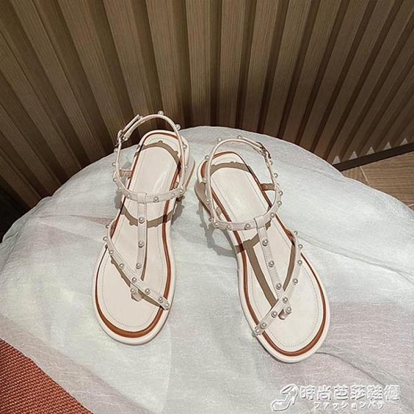 露趾中跟涼鞋女2021夏季新款時尚百搭休閒一字扣帶珍珠套趾羅馬鞋 時尚芭莎