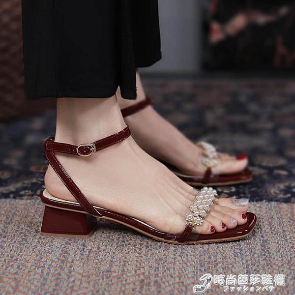 真皮中跟2021年夏季新款性感一字扣帶涼鞋女露趾珍珠粗跟仙女風鞋 時尚芭莎