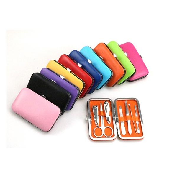 Qmishop 盒裝美甲修容組 剪刀 指甲刀 銼刀 眉夾 粉刺夾 耳勺 鼻毛剪 多件組【J435】