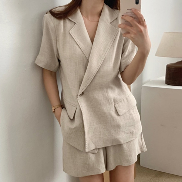 【限量現貨供應】兩件式.時髦女伶翻領西裝外套+高腰口袋短褲.白鳥麗子