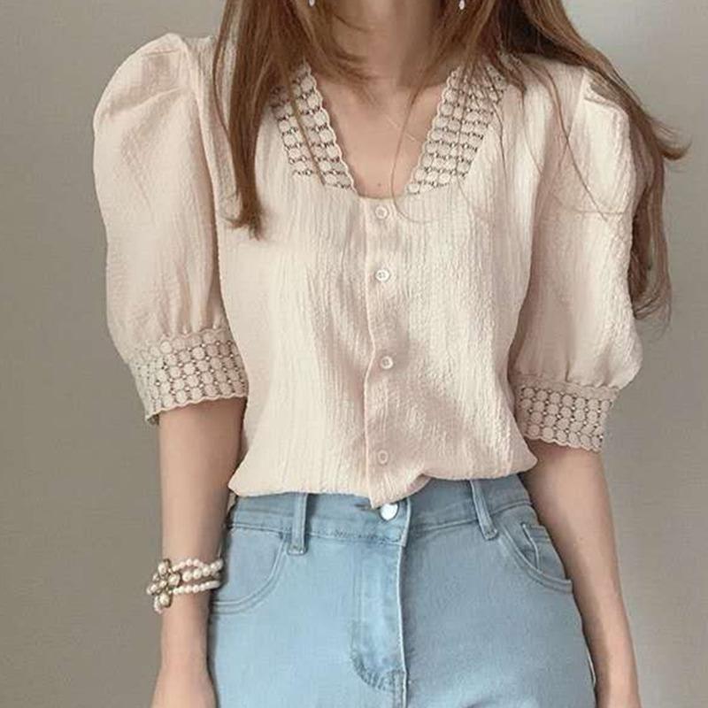 素面短袖襯衫女 氣質款V領單排扣褶皺泡泡袖蕾絲花邊襯衫 韓版時尚宮廷風洋氣百搭韓版減齡襯衣上衣