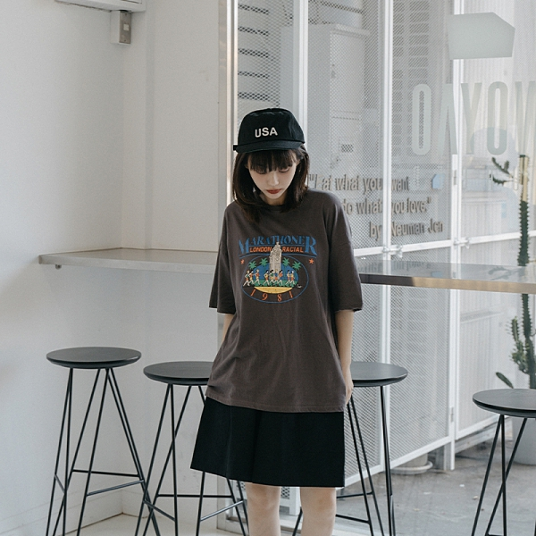 Queen Shop【01038862】美式落漆感馬拉松印圖短袖T*現+預*
