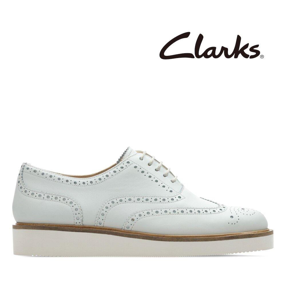 Clarks 英倫風尚-Baille Brogue 輕量雕花設計牛津鞋(白色)