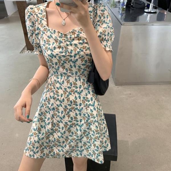 短袖洋裝 涼感裙子女夏季收腰氣質顯瘦復古碎花法式溫柔甜美方領開叉短袖連衣裙-一木一家