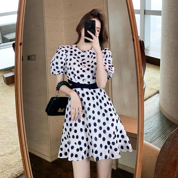 小洋裝 連身裙夏季高級感氣質波點連身裙收腰顯瘦露腰小心機A字短裙女T624快時尚