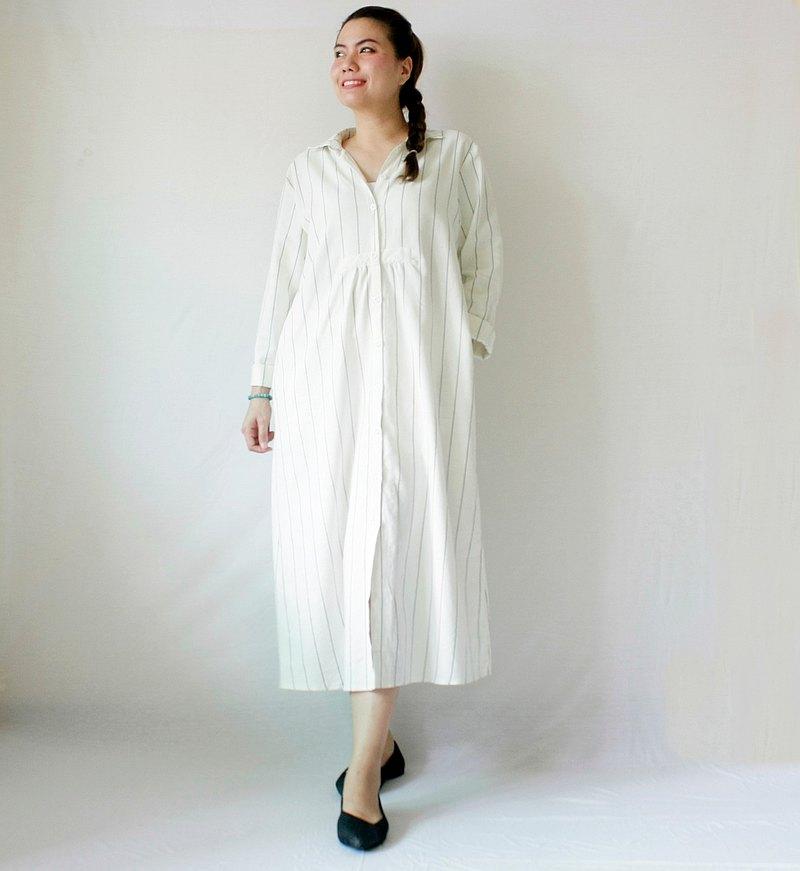 極簡風格的連衣裙超大版型,長袖,麻, 2個側袋。