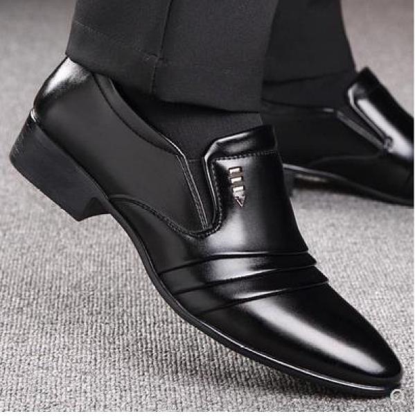 男士皮鞋 夏季皮鞋男士青年商務正裝韓版英倫尖頭男鞋休閑潮男透氣黑色鞋子 歐歐