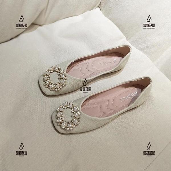 平底方頭單鞋女淺口珍珠扣平跟軟底奶奶鞋仙女風軟皮上班豆豆鞋【愛物及屋】