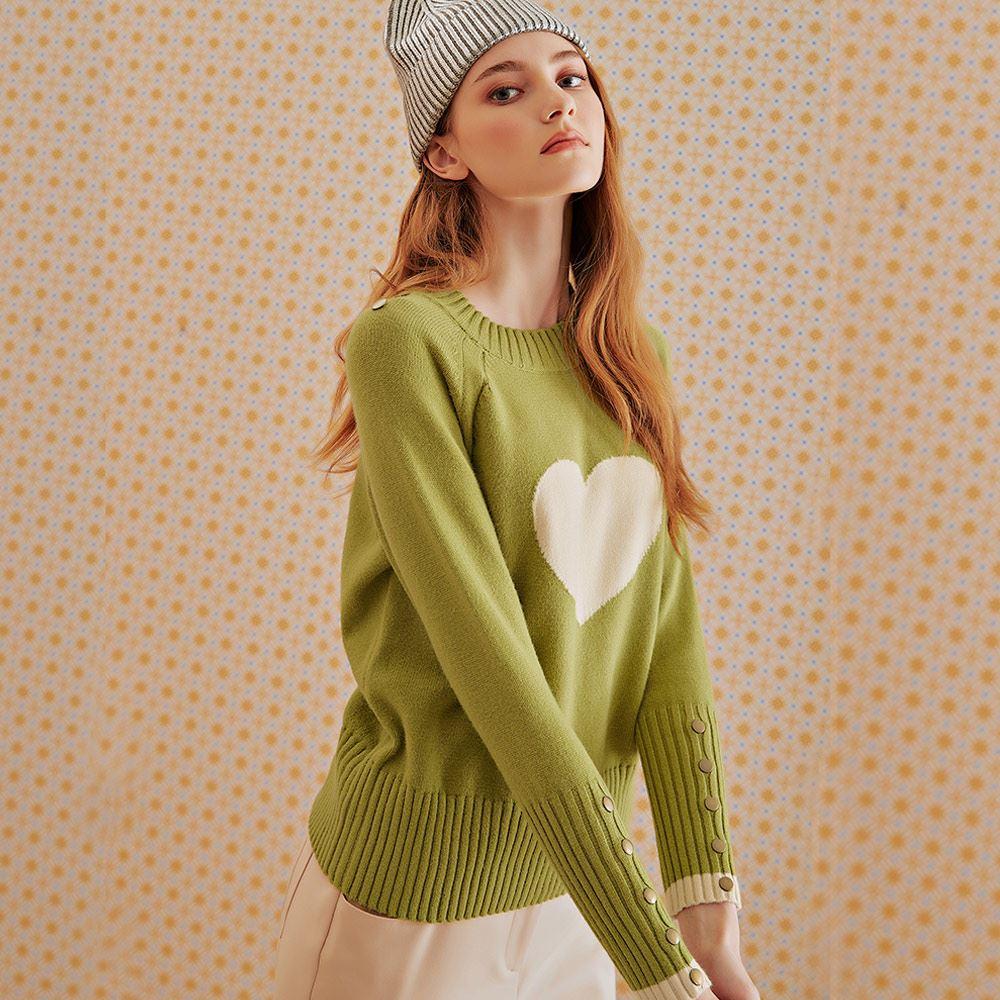 OUWEY歐薇 愛心緹花釘釦針織上衣(黑/綠)J66544