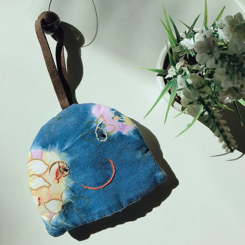 【MINI LIFE x 日常小棧】桐花花布藍染鑰匙包-臉刺繡