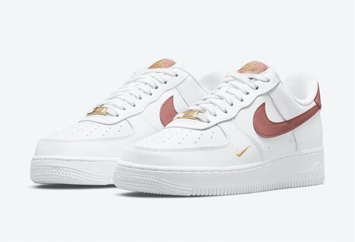 【NIKE】 Air Force 1 07 ESS 乾燥玫瑰粉 小金勾 金標  女鞋 休閒鞋 CZ0270-103(palace store)