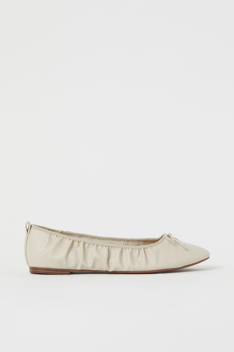 H & M - 抓皺芭蕾淺口鞋 - 米黃色