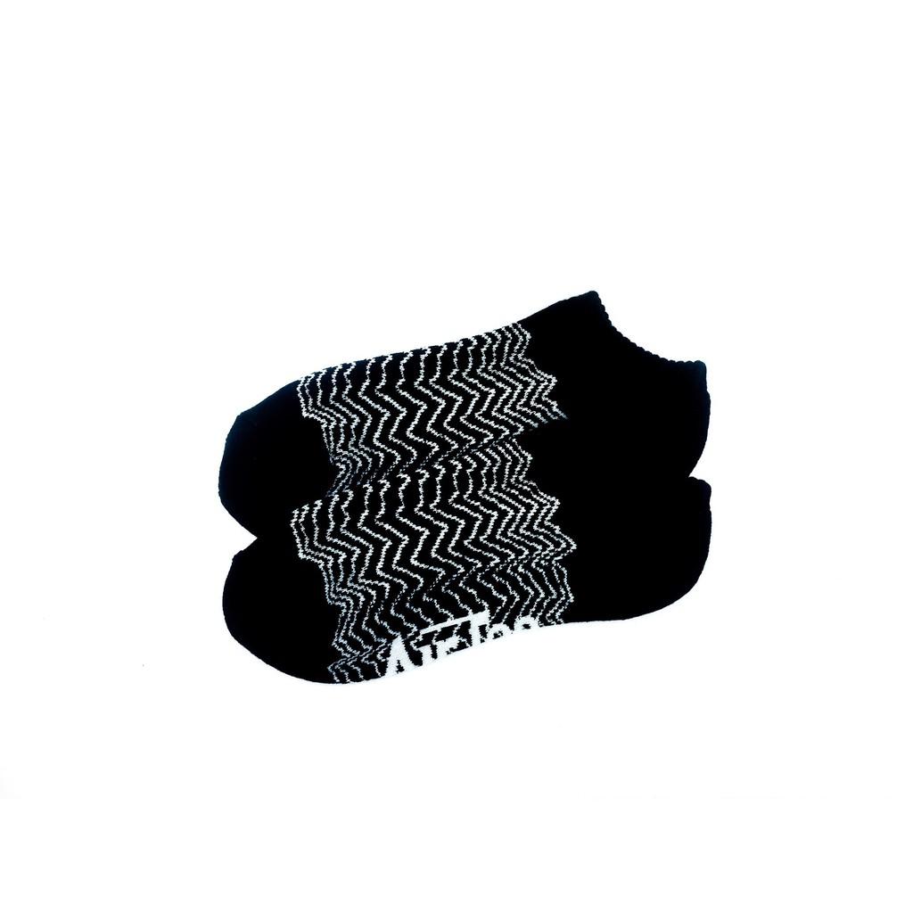 黑白交錯電波線條短襪
