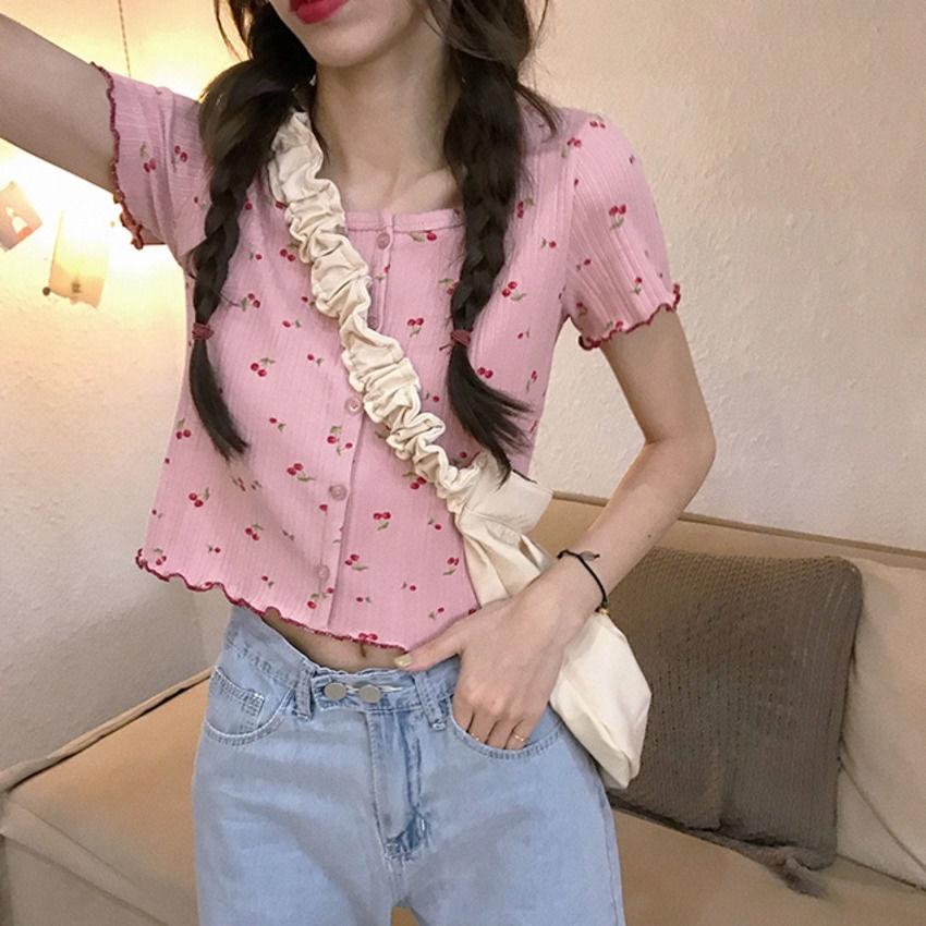 [現貨] 新款小櫻桃甜美女裝針織衫短袖t恤 圓領排扣木耳邊小開衫 修身短款T恤