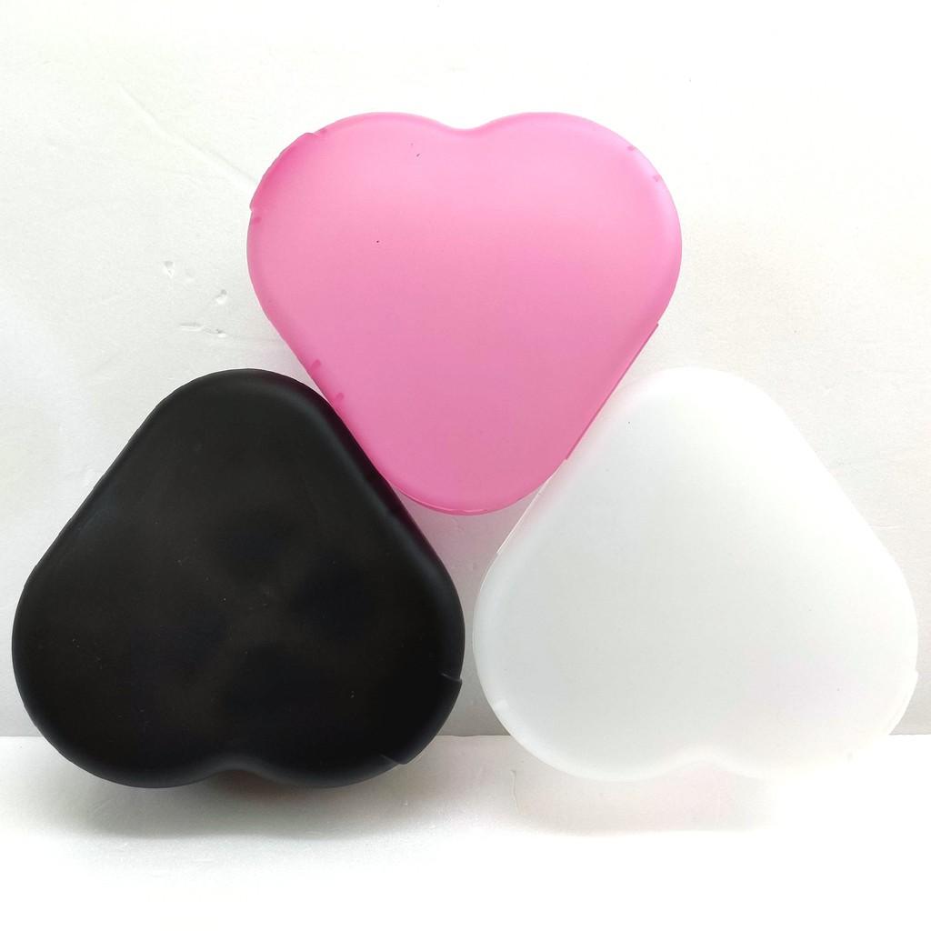 口罩支架收納盒 白色 粉色 黑色 1入 口罩盒 收納盒 藥盒 頭飾髮飾小物整理盒 心型收納盒