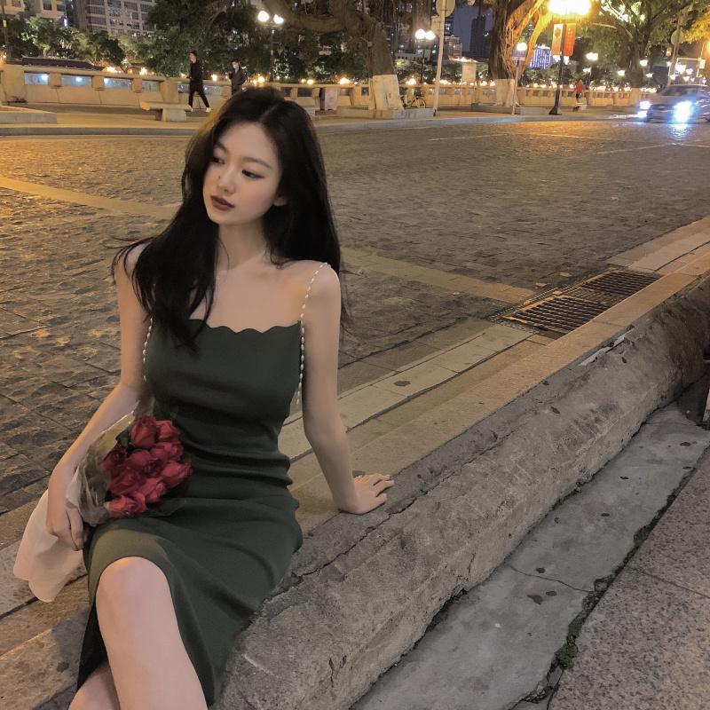 IELGY 針織洋裝女綠色性感修身包臀短裙2021夏季新款收腰珍珠吊帶裙