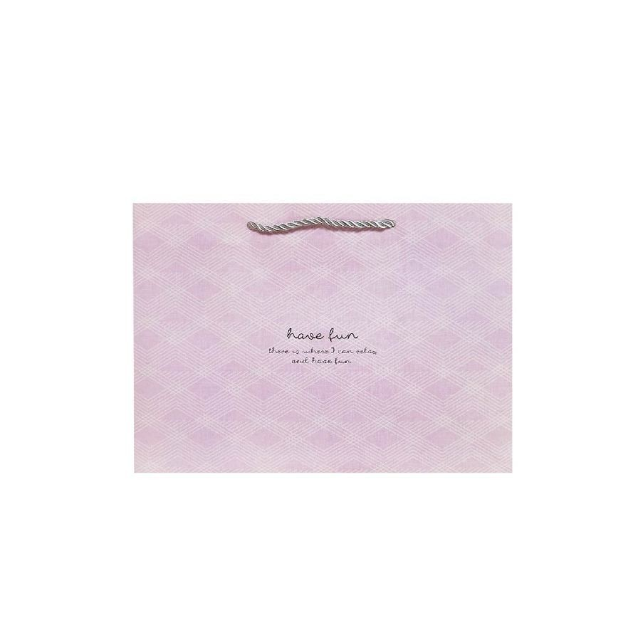寬底中禮物提袋(菱格紋-粉)-簡單生活 CBG-463A (墊腳石購物網)