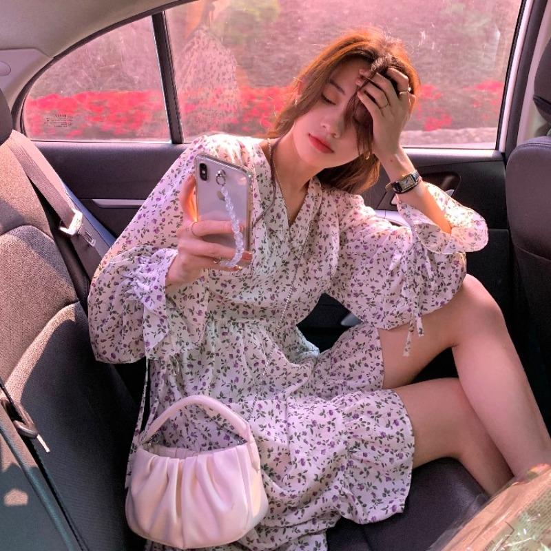 IELGY V領碎花洋裝女2021年春季新款法式氣質收腰顯瘦溫柔風短款裙
