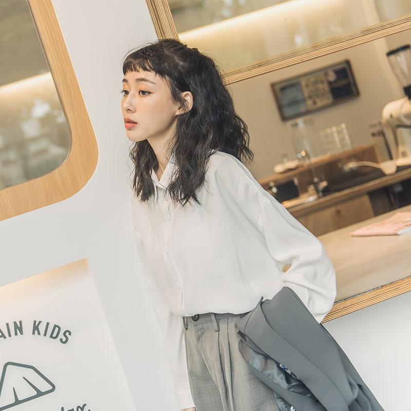 QUEENSHOP_ S  素面排釦前短後長設計襯衫 三色售  現+預【01024100】