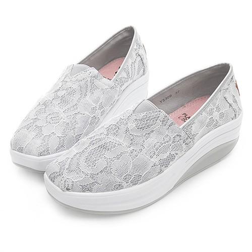 PLAYBOY 蕾絲風格 亮蔥輕量休閒鞋-白(Y5309)