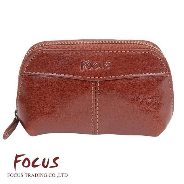 【FOCUS】調-經典原皮 弧形鑰匙零錢包 咖啡色 FTA0076