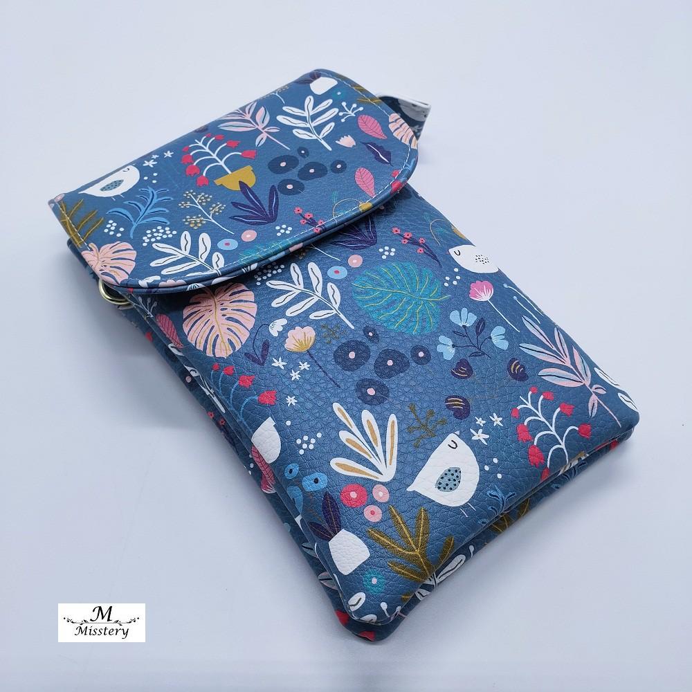 【Misstery】手機包海蘭花葉圖案直立式斜背手機包(PU面料圖案系列)