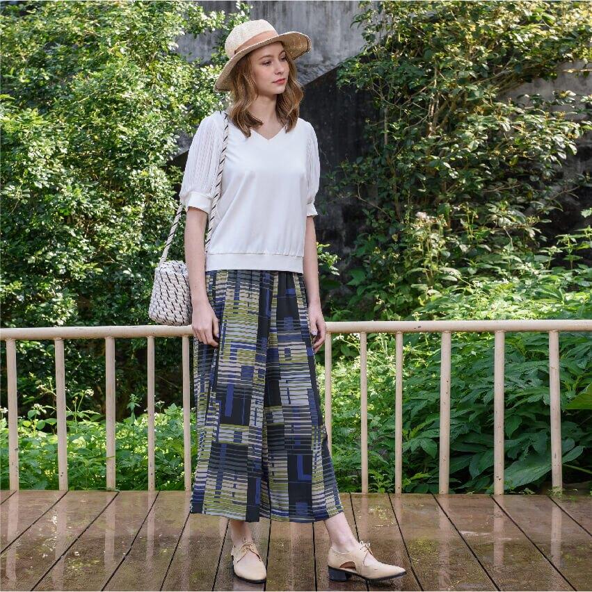 KiKi\t開衩幾何印花雪紡寬口褲 ( 單色 / 透氣材質 / 舒適版型 )