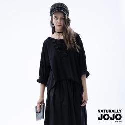 【NATURALLY JOJO】質感蕾絲胸花上衣(黑)