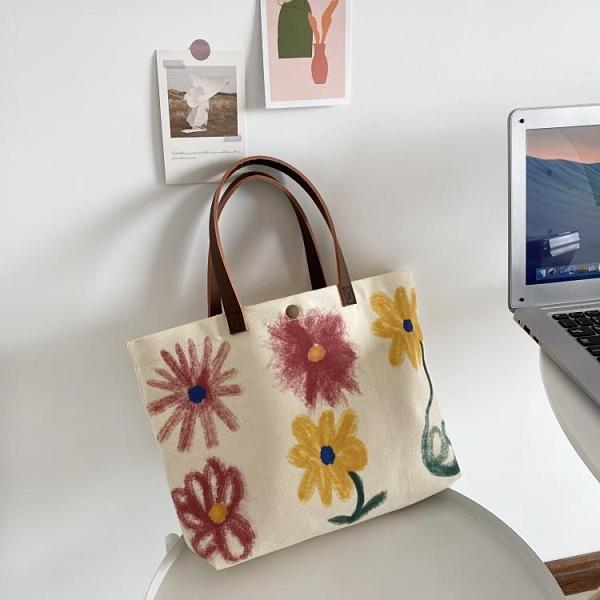 大容量包包女包夏季涂鴉印花手提袋學生小眾帆布包女單肩手拎挎包 錢夫人小舖