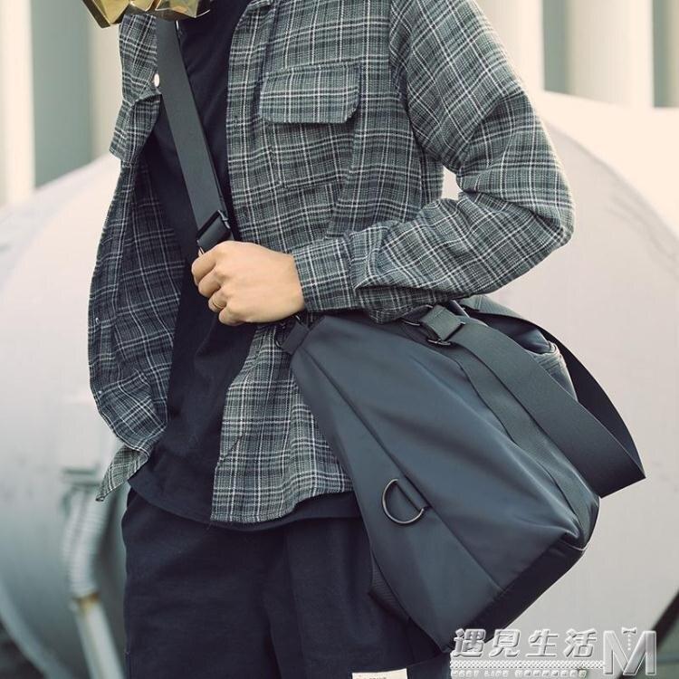 休閒單肩包男士側背包手提旅行包運動包健身包行李包青年潮大容量