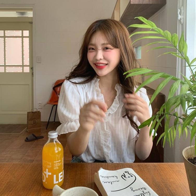 甜美短袖襯衫 韓國chic小清新甜美V領木耳邊镂空單排扣寬松薄款泡泡袖襯衫