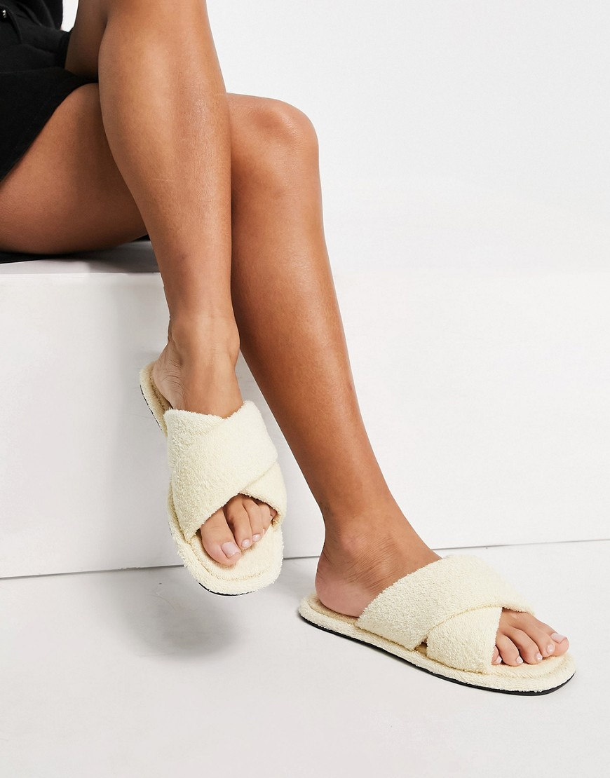 Senso Inka IV fluffy flat sandals with crossover strap in milkyway-White