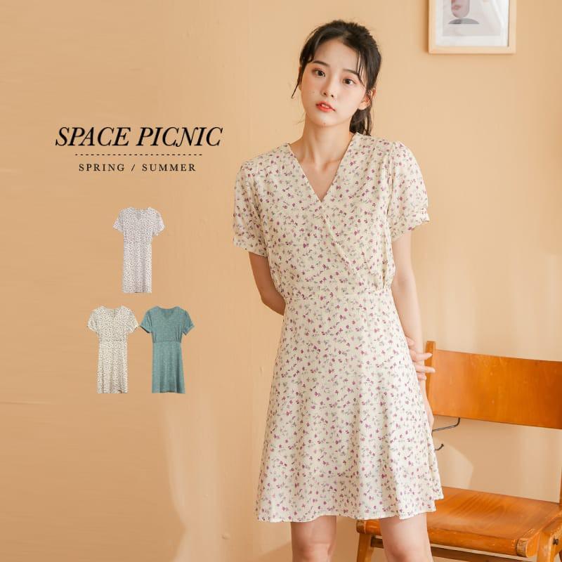 Space Picnic V領碎花綁帶短洋裝(現+預)【C21052006】