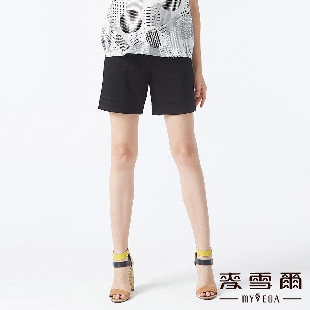 【麥雪爾】層次鬆緊腰頭短褲-黑