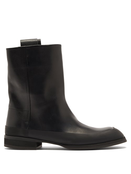 The Row - Grunge Flat Leather Ankle Boots - Womens - Black