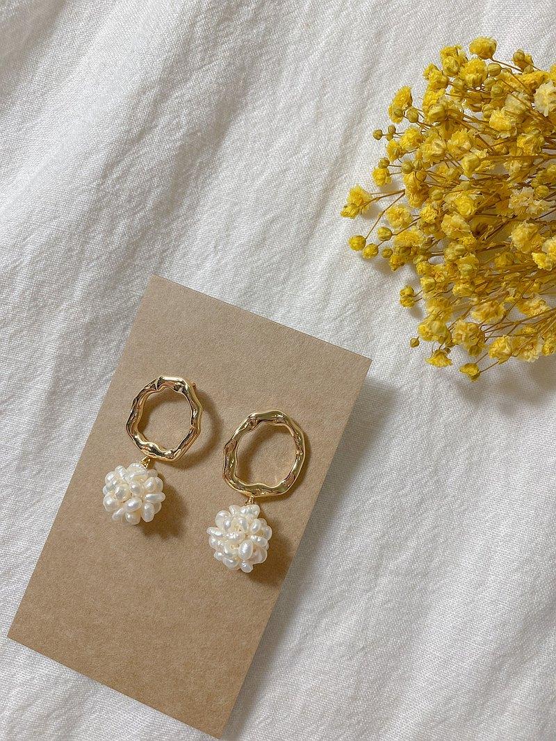 【Soonie】手作 銅鍍14K金不規則圓圈耳環搭配珍珠球