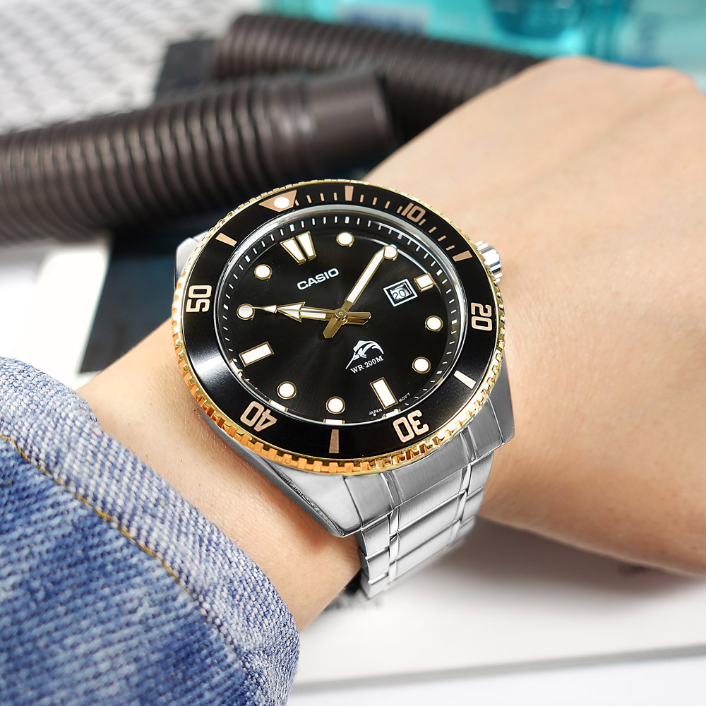 CASIO 雙錶帶可替換 / MDV-106GD-1A / 卡西歐 潛水錶 槍魚系列 黑水鬼 防水200米 日期 不鏽鋼手錶 黑金色 44mm