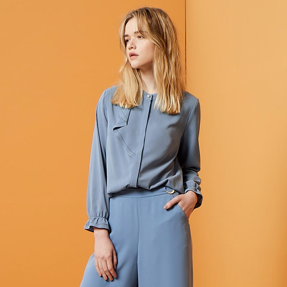 ILEY伊蕾 氣質滑料質感珍珠上衣(藍/綠)959139