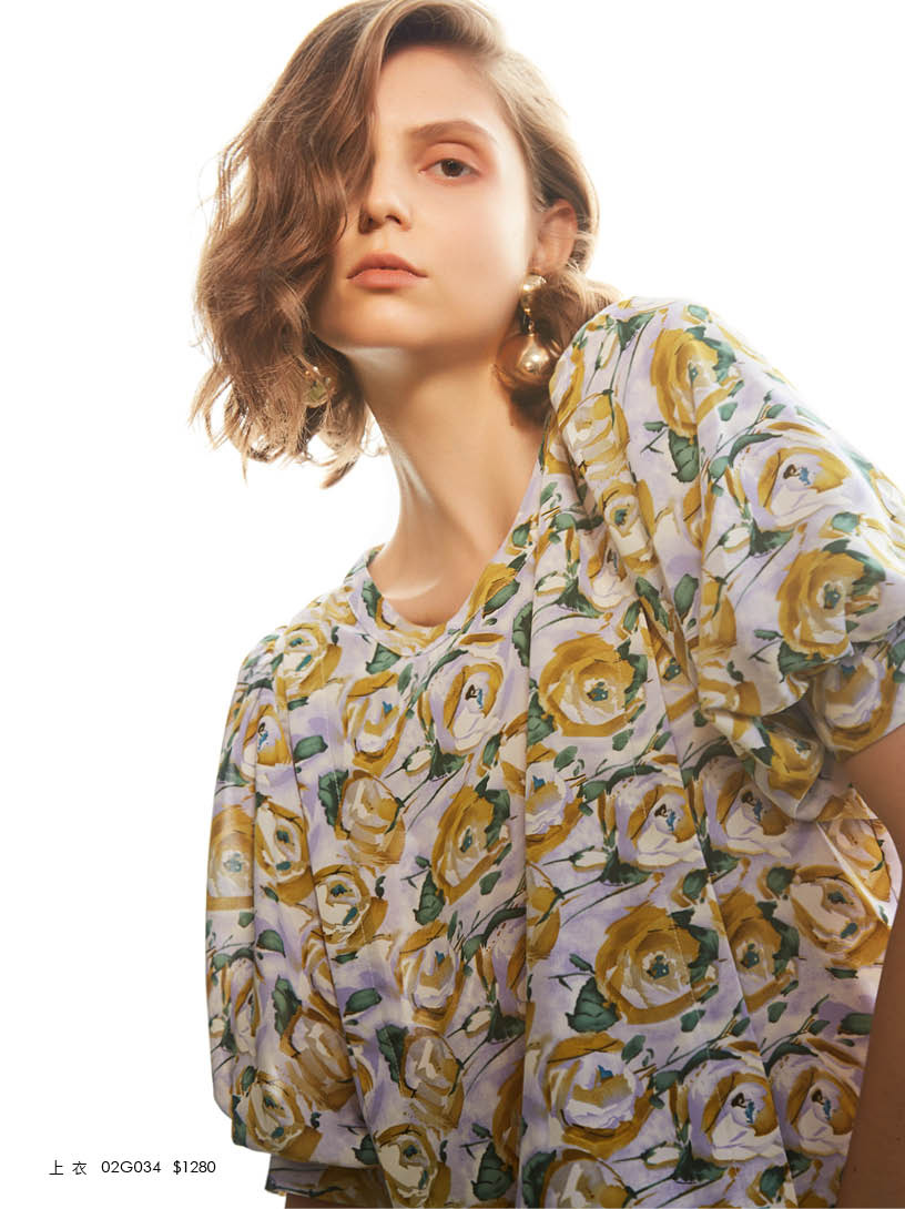 MOMA(02G034)花朵復古泡袖上衣
