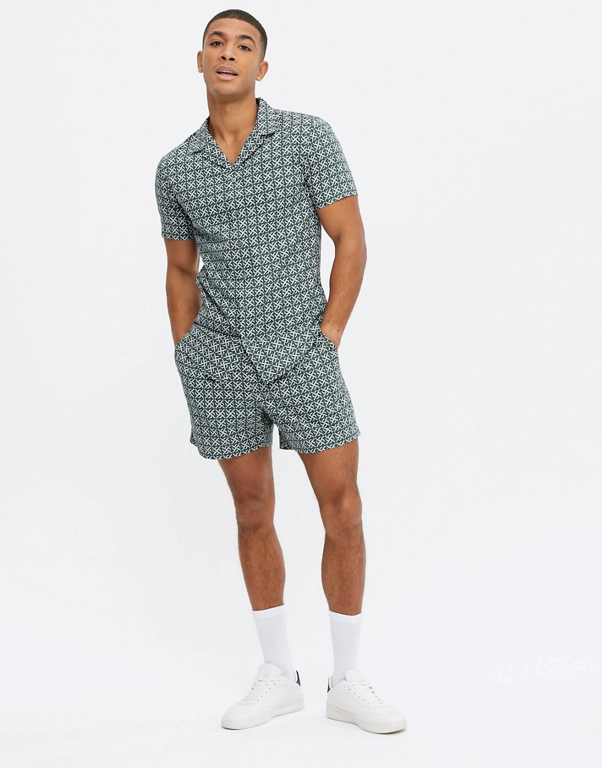New Look co-ord pull on tile print shorts in green