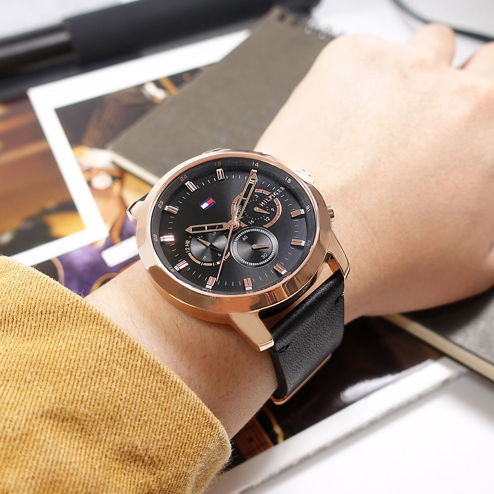 TOMMY HILFIGER / 1791798 / 簡約三眼 兩地時間 日本機芯 真皮手錶 黑x玫瑰金框 46mm