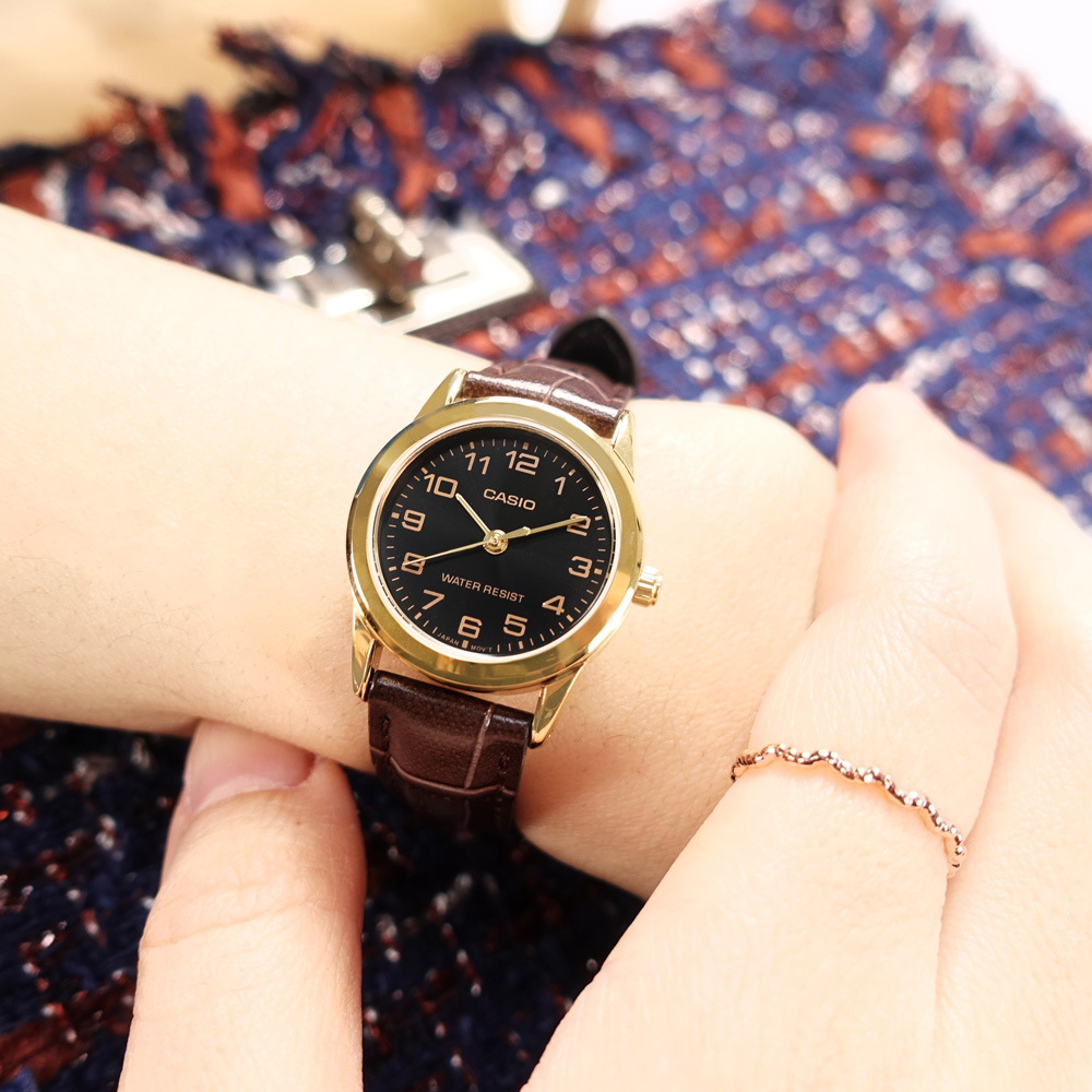 CASIO / LTP-V001GL-1B / 門市販售中 訂購詳情歡迎私訊LINE / 卡西歐 簡約典雅 數字刻度 壓紋皮革手錶 黑x金框x深褐 25mm
