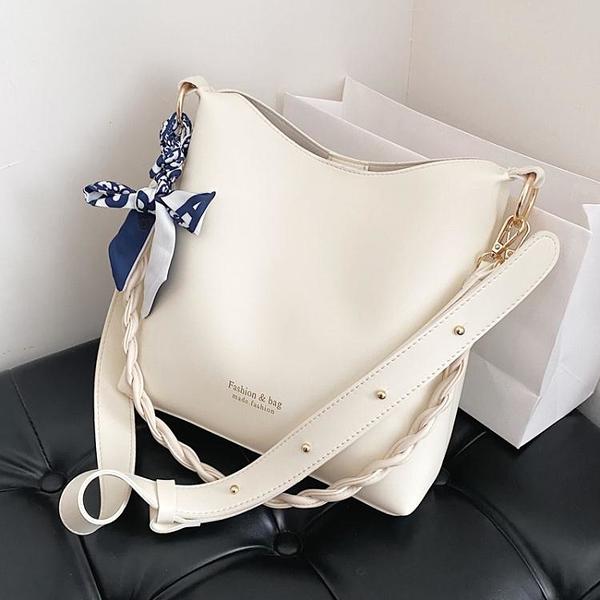 今年流行大容量大包包女2021新款潮高級質感腋下包夏季側背斜背包 小天使