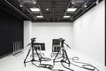 /stf/linecorp/ja/pr/studio.jpg